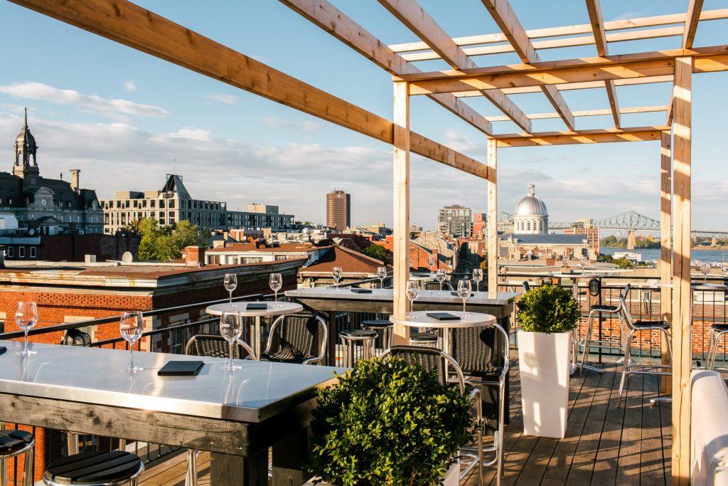 Terrasse sur l'Auberge avec vue sur le Vieux-Montréal